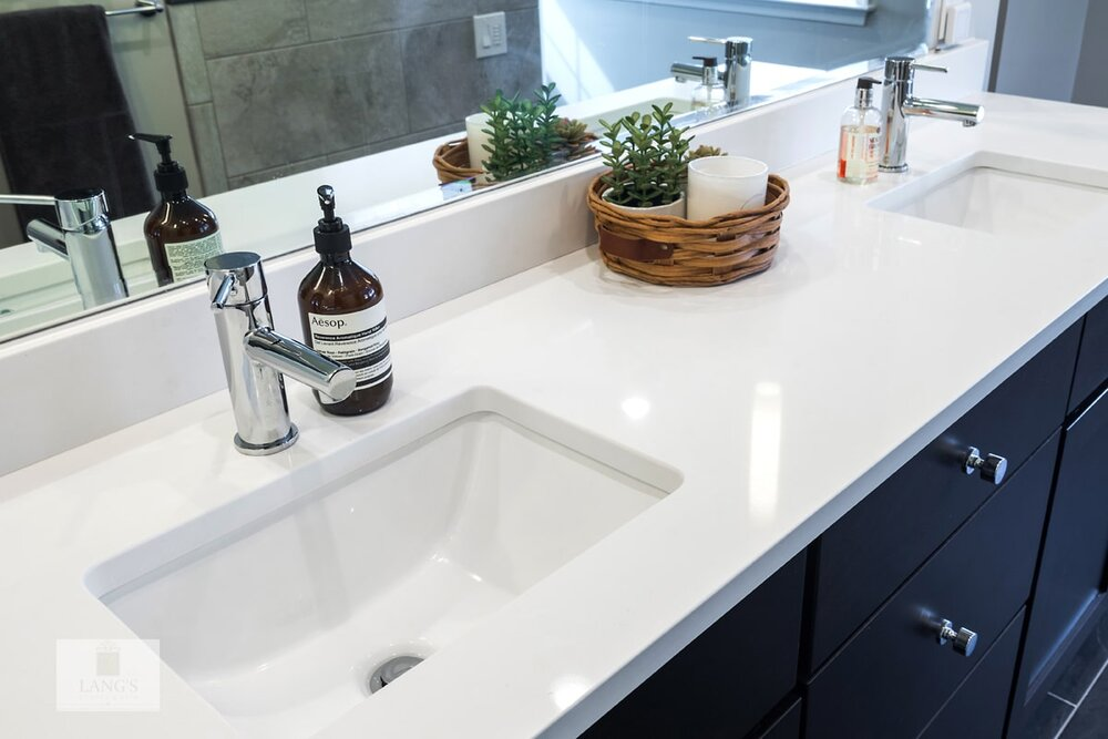 bathroom design with single lever faucet