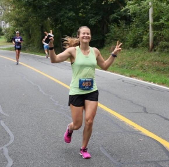 Kara Crow finishing her first marathon in October 2018. (instagram.com/karacrow)