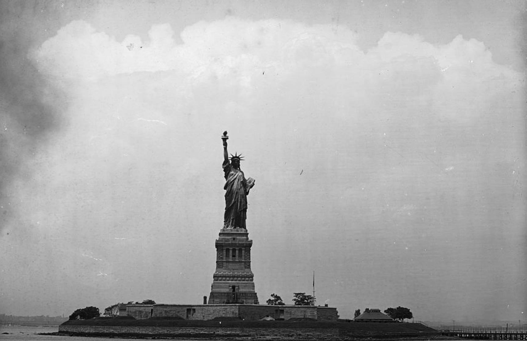 The Statue of Liberty in 1905. (Credit: Henry G. Peabody and Detroit Publishing Co., Library of Congress)