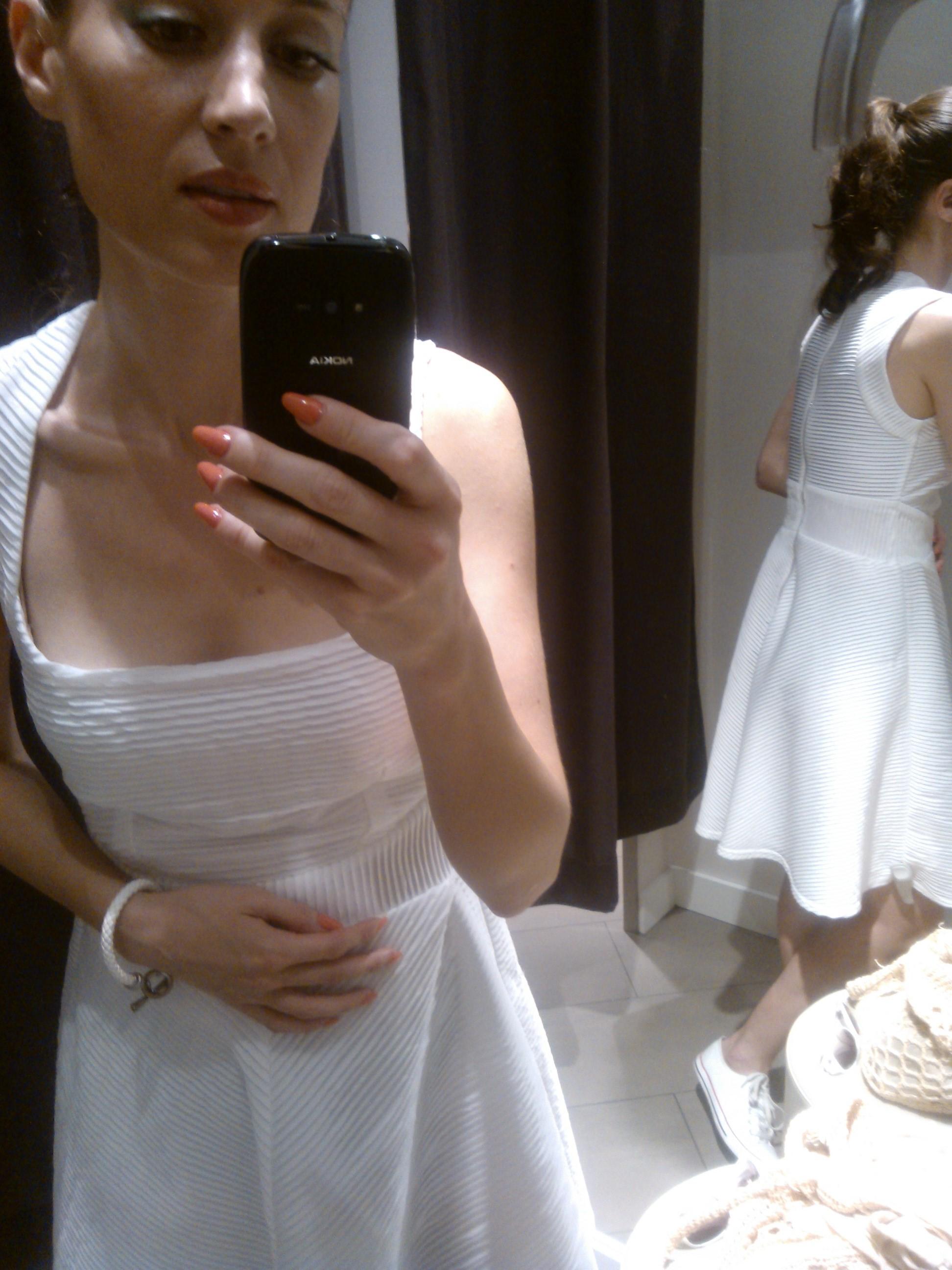 Skvelé biele šaty Orsay
