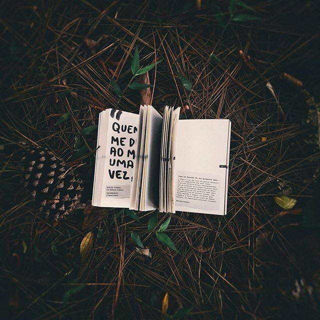 #   REZAALENDAQUE     os livros eram a internet que as cartas o nosso celular.     📷 @   andersonarins