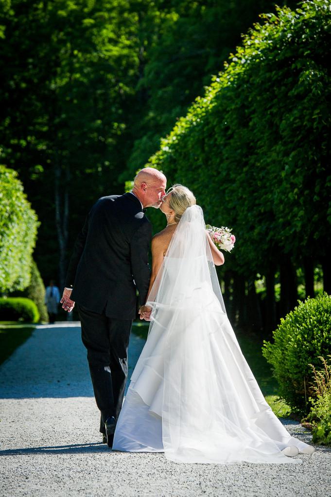 25.-Ceremony-exit-down-limewalk-w-great-kiss-681x1024.jpg