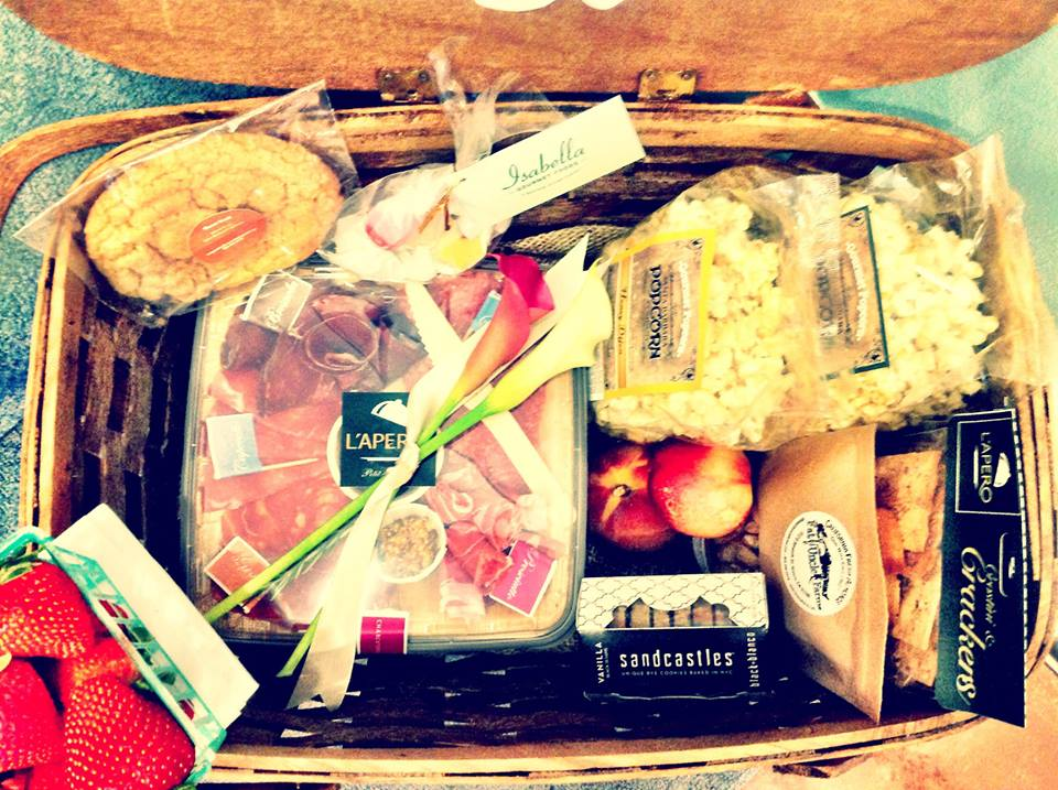 Custom Picnic Baskets