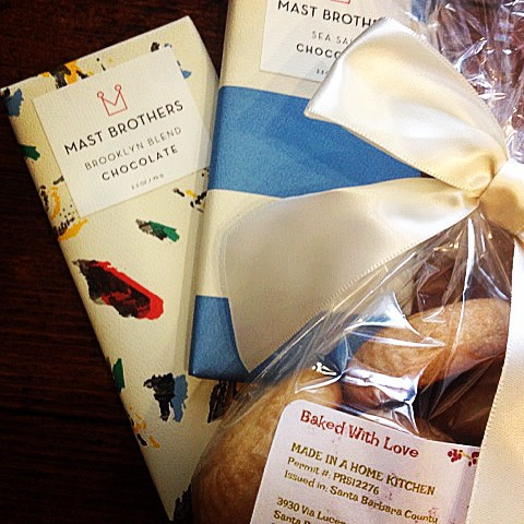 Tuesday is our sweet treat day so when you purchase any two @mastbrothers chocolate bars we'll toss in a delicious bag of homemade artisan Middle Eastern shortbread cookies for FREE! It's a tasty deal you can't refuse. 🎉 #santabarbara #artisan #madeinahomekitchen #brooklyn #worldwinningchocolate #sweettuesdays #shoplocal