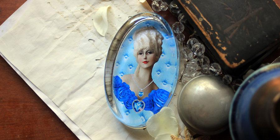 """""""My Blue Valentine"""" Paperweight"""