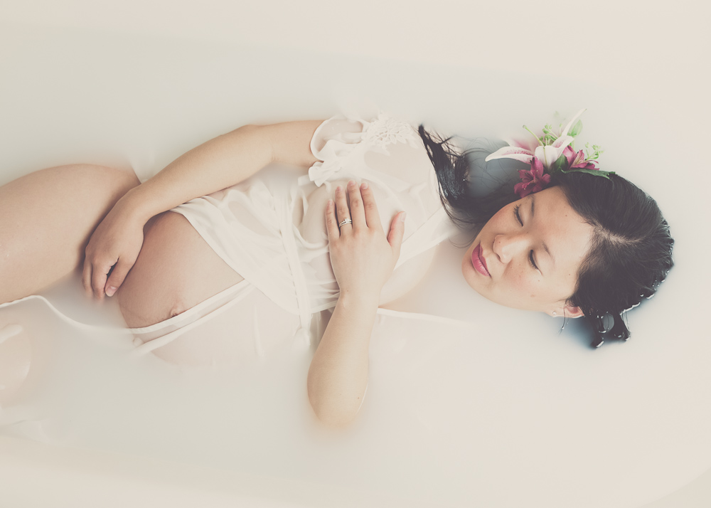 milk-bath_photography-maternity-pregnancy_campbell-salgado_portland-oregon_04.jpg