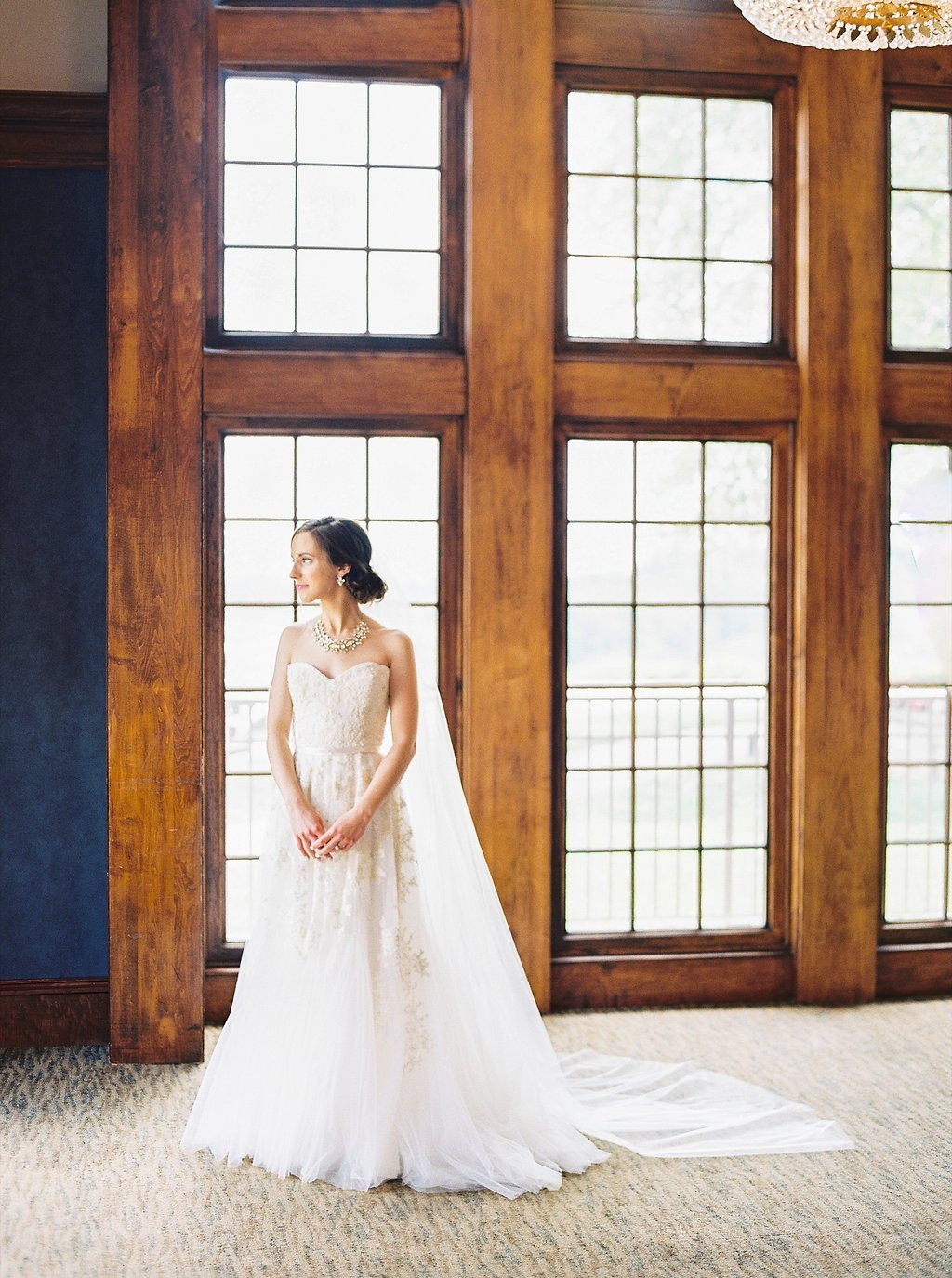 Classic Southern Bridal Portrait | Reem Acra Wedding Gown | Simply Jessica Marie's Southern Wedding | Photo by Perry Vaile Photography