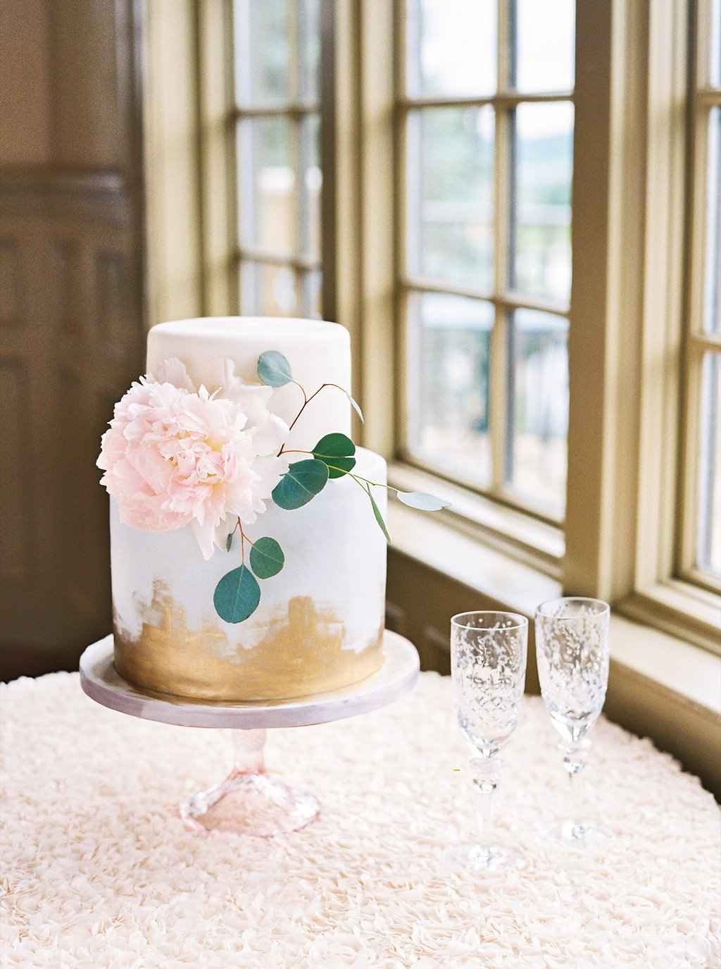 Dusty Blue and White Two Tiered Wedding Cake with Brushed Gold Brushstrokes | Simply Jessica Marie's Southern Wedding at Gettysvue | Photo by Perry Vaile Photography