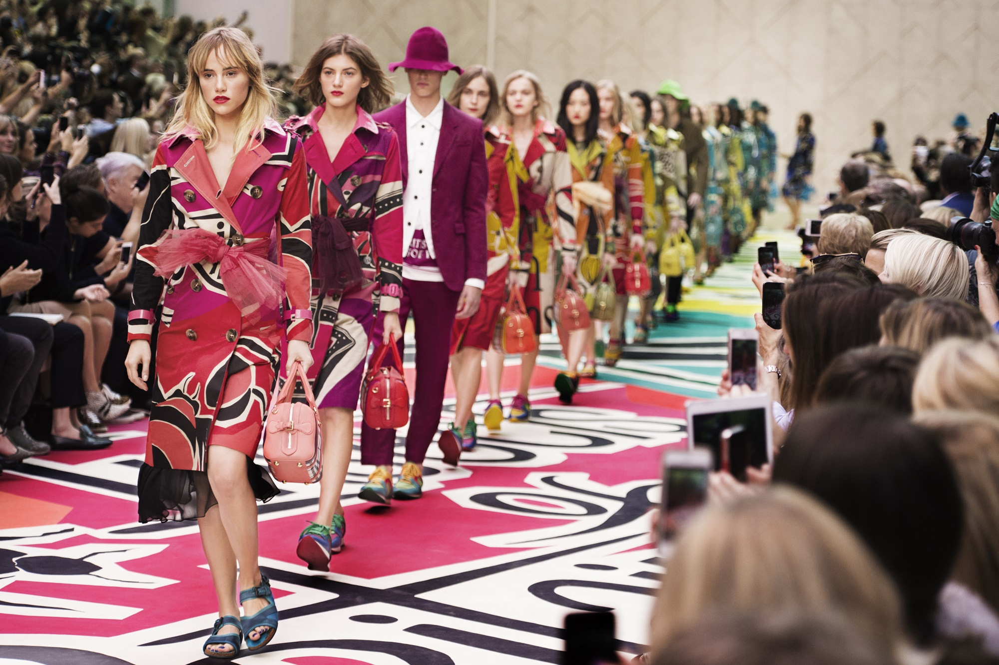 1346623_Burberry-Prorsum-Womenswear-Spring-Summer-2015-Show-Final_001.jpg