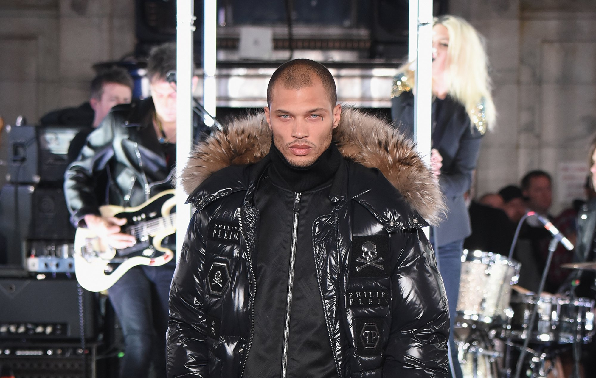 hot-felon-jeremy-meeks-nyfw-2017.jpg