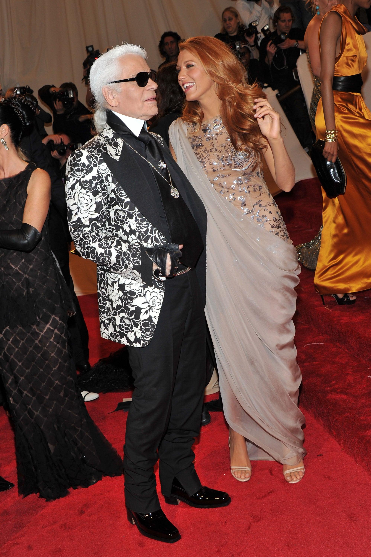 Pictures-Blake-Lively-Nude-Grey-Chanel-Dress-Karl-Lagerfeld-2011-Met-Gala.jpg