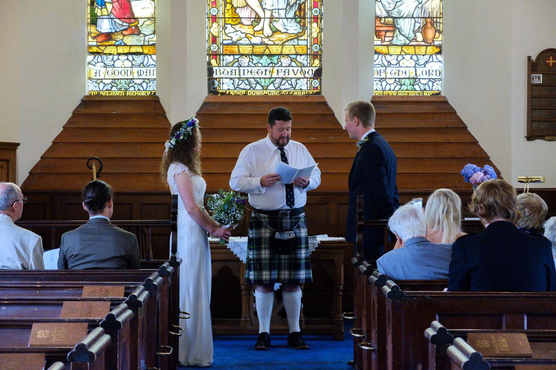David and Hanna 02 Church-20.jpg