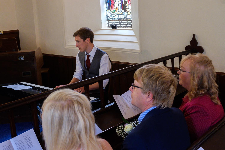 David and Hanna 02 Church-28.jpg
