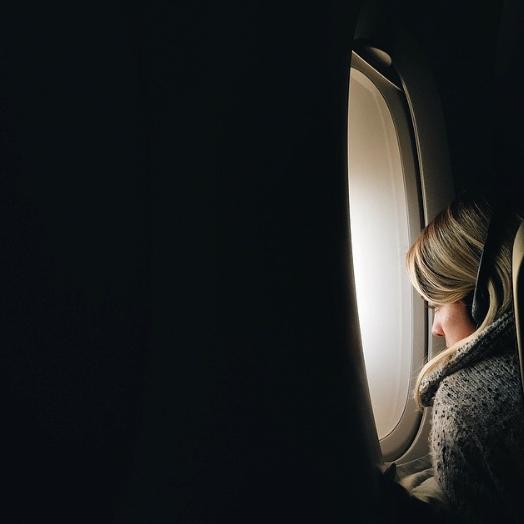 Exploress_Flight_Airplane_Prepare_Trip_Abroad