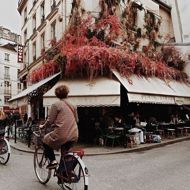 Paris, France 📷: @travelwithcurls