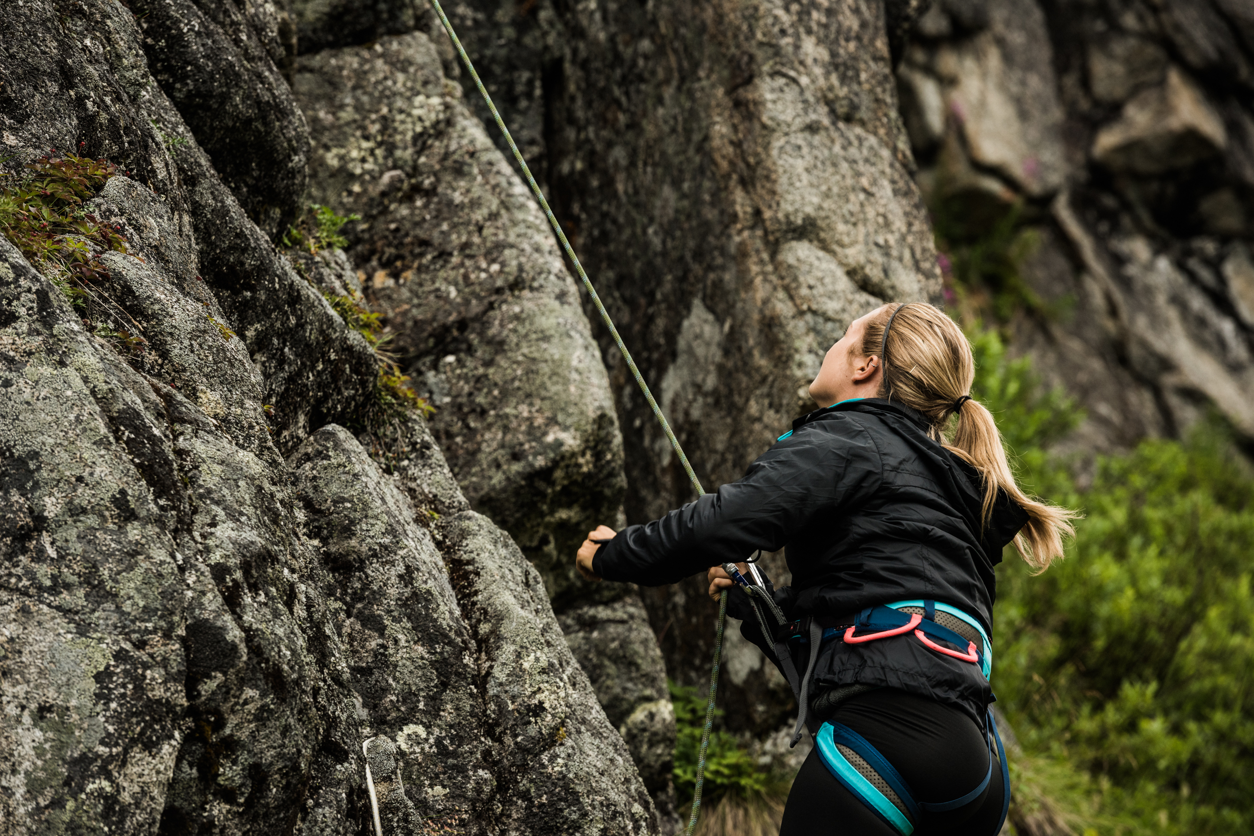 TaraShupe_Photography_Alaska_RockClimbing_HatchersPass_Travel_Photographer_Women_Adventure_022.jpg