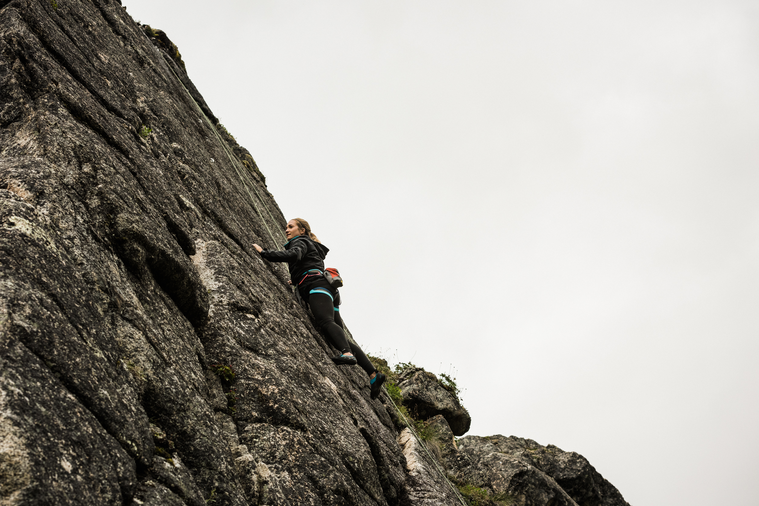 TaraShupe_Photography_Alaska_RockClimbing_HatchersPass_Travel_Photographer_Women_Adventure_027.jpg