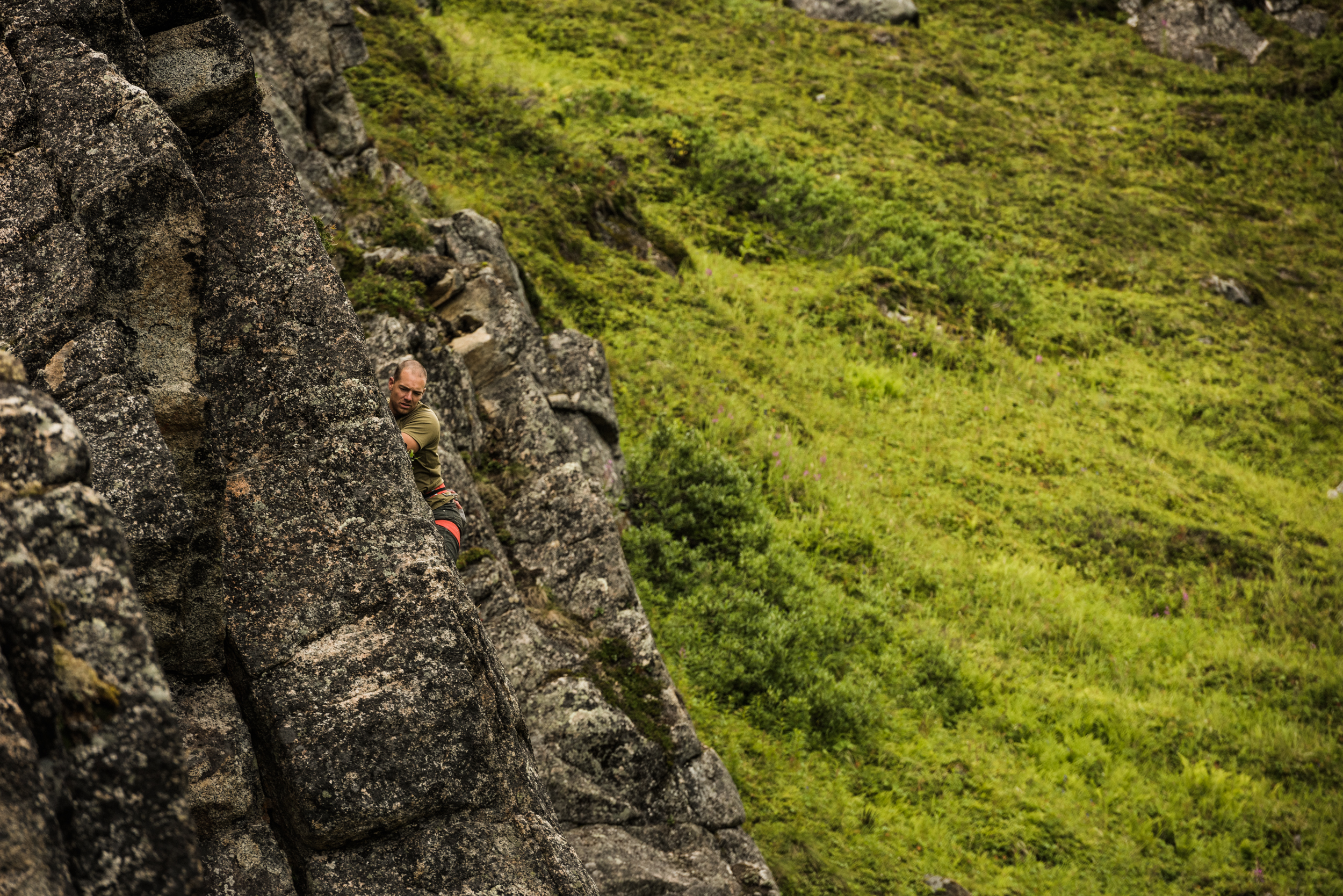 TaraShupe_Photography_Alaska_RockClimbing_HatchersPass_Travel_Photographer_Women_Adventure_036.jpg