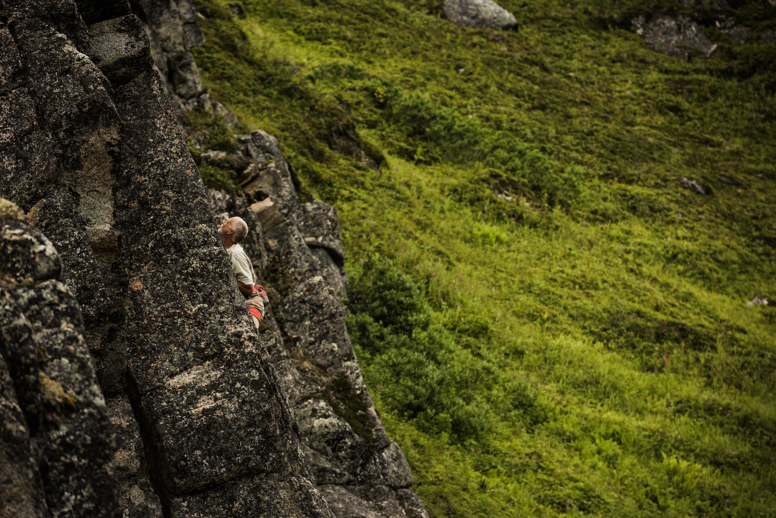 TaraShupe_Photography_Alaska_RockClimbing_HatchersPass_Travel_Photographer_Women_Adventure_038.jpg