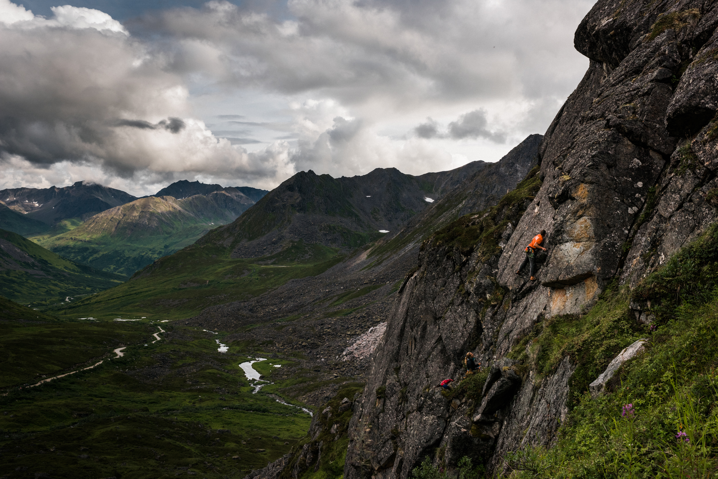 TaraShupe_Photography_Alaska_RockClimbing_HatchersPass_Travel_Photographer_Women_Adventure_045.jpg