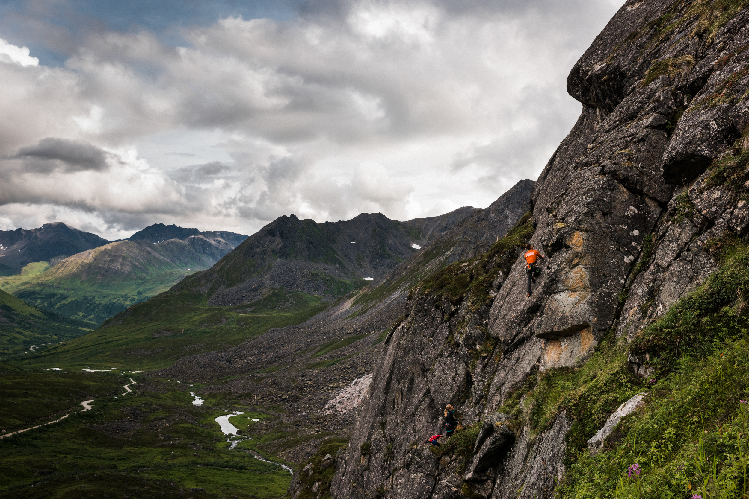 TaraShupe_Photography_Alaska_RockClimbing_HatchersPass_Travel_Photographer_Women_Adventure_046.jpg