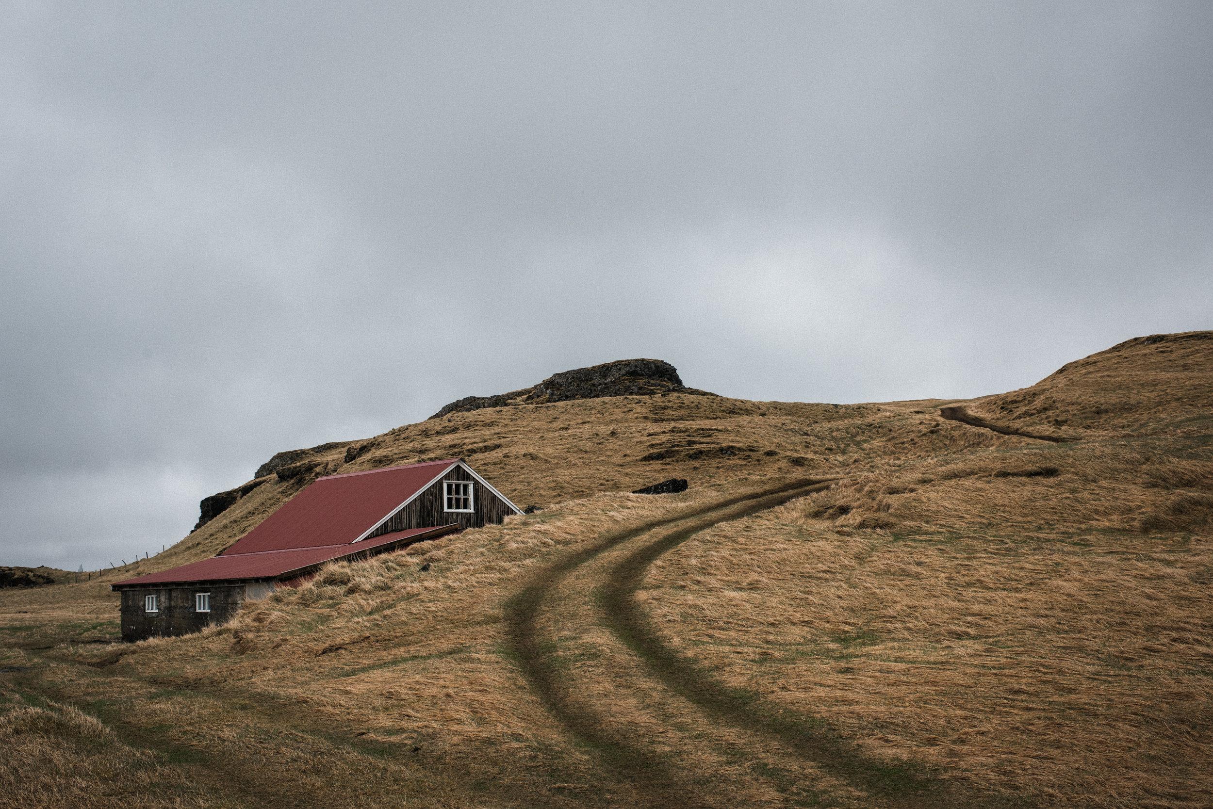 ICELAND_WOMAN_PHOTOGRAPHER_TARASHUPE_OUTDOOR_PHOTOGRAPHY_008.jpg