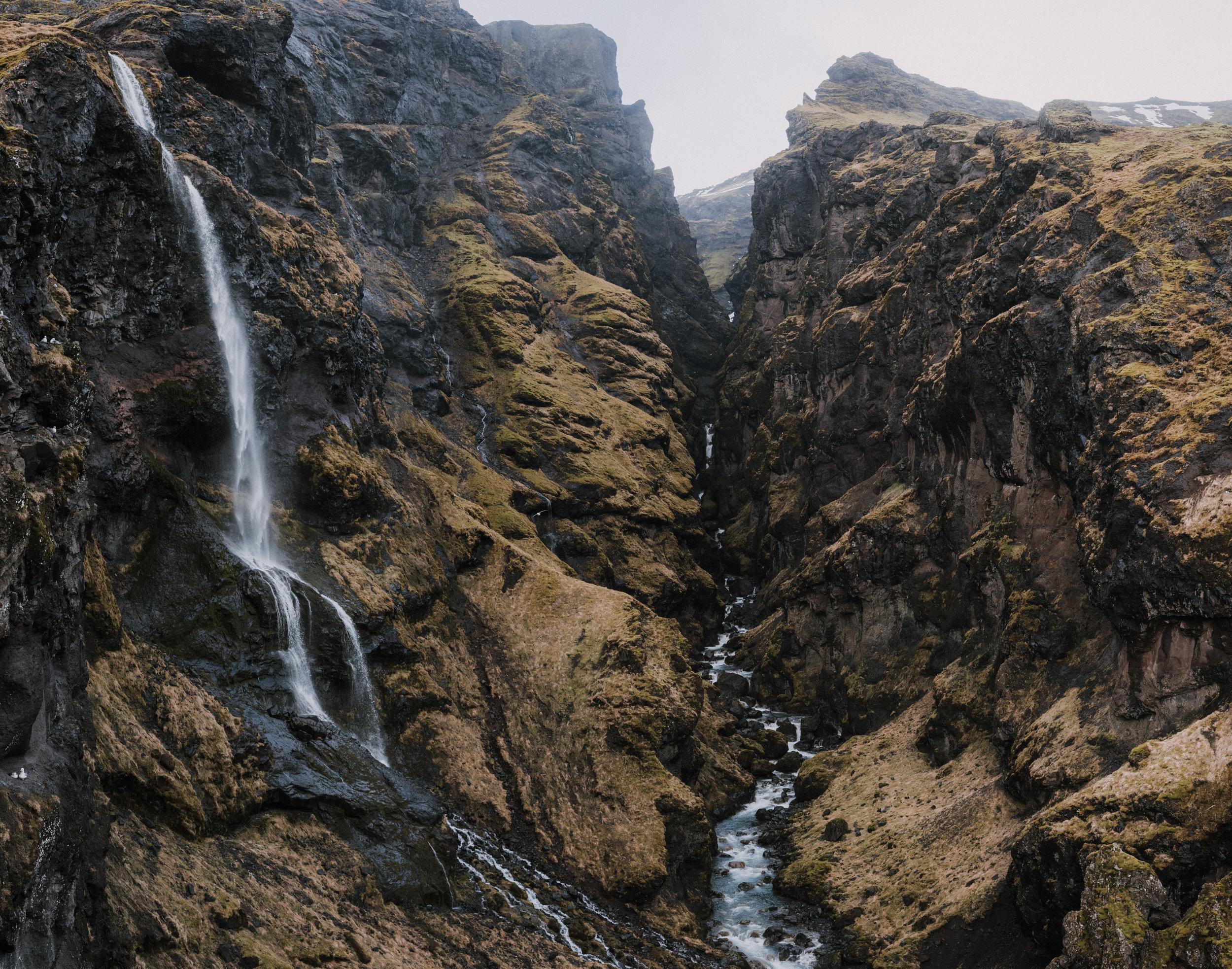 ICELAND_WOMAN_PHOTOGRAPHER_TARASHUPE_OUTDOOR_PHOTOGRAPHY_031.jpg