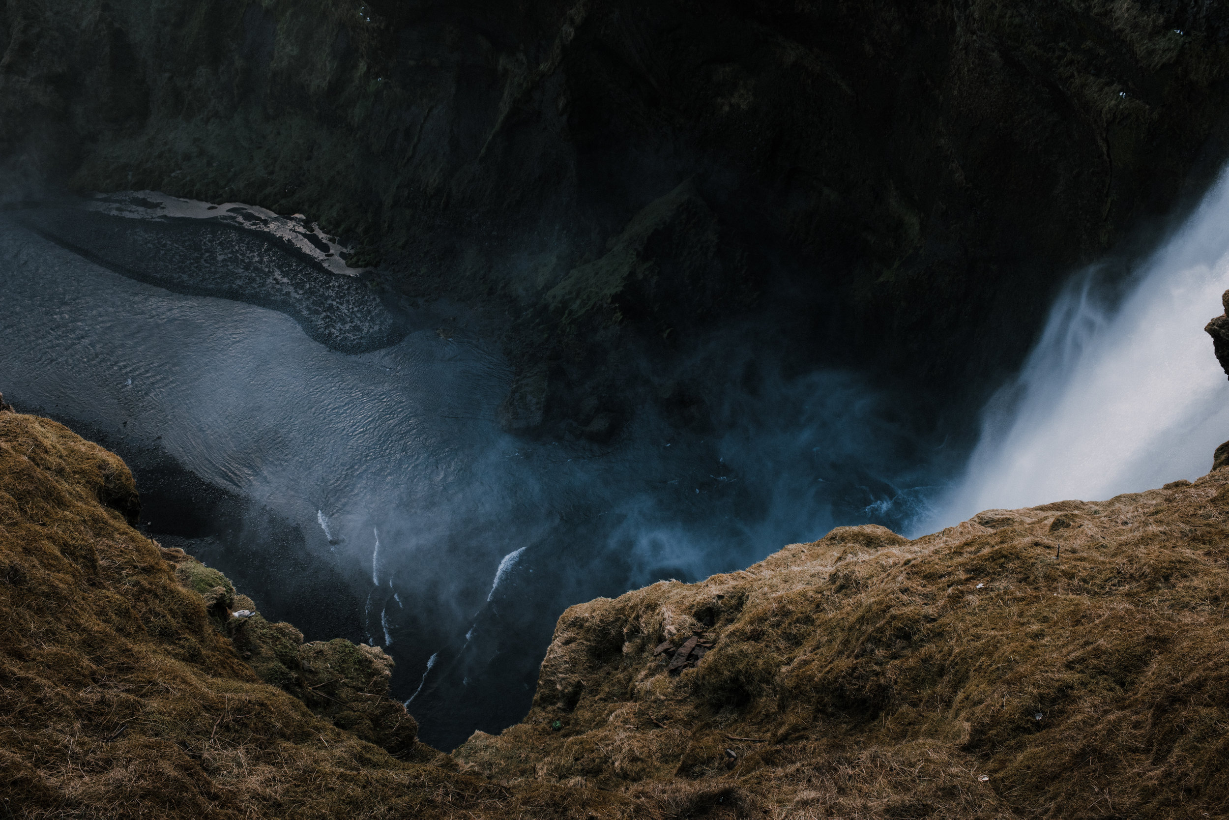 ICELAND_WOMAN_PHOTOGRAPHER_TARASHUPE_OUTDOOR_PHOTOGRAPHY_045.jpg