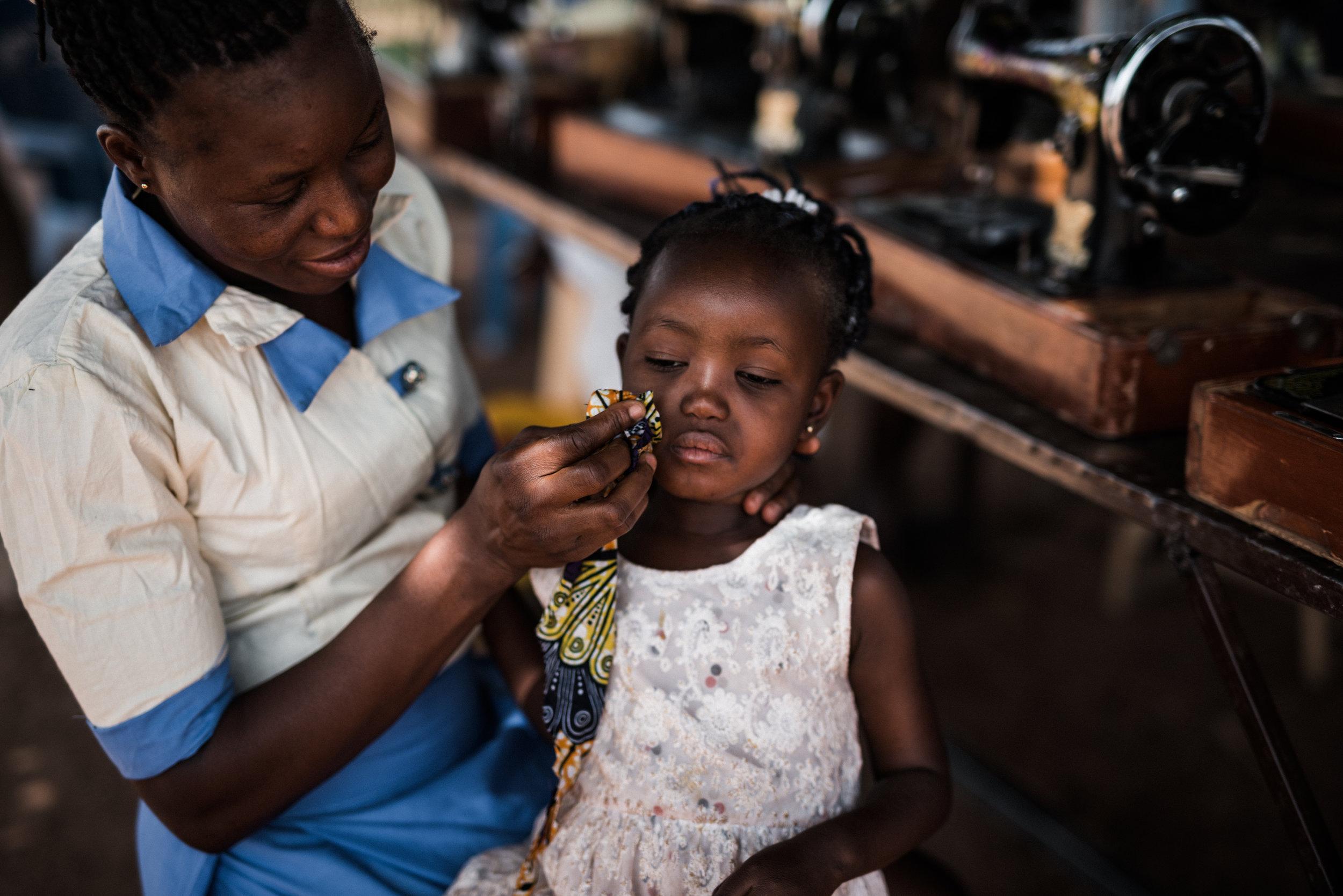 TaraShupe_HumanitarianPhotographer_Woman_Photographer_National_Geographic_Ghana_Women_004.jpg