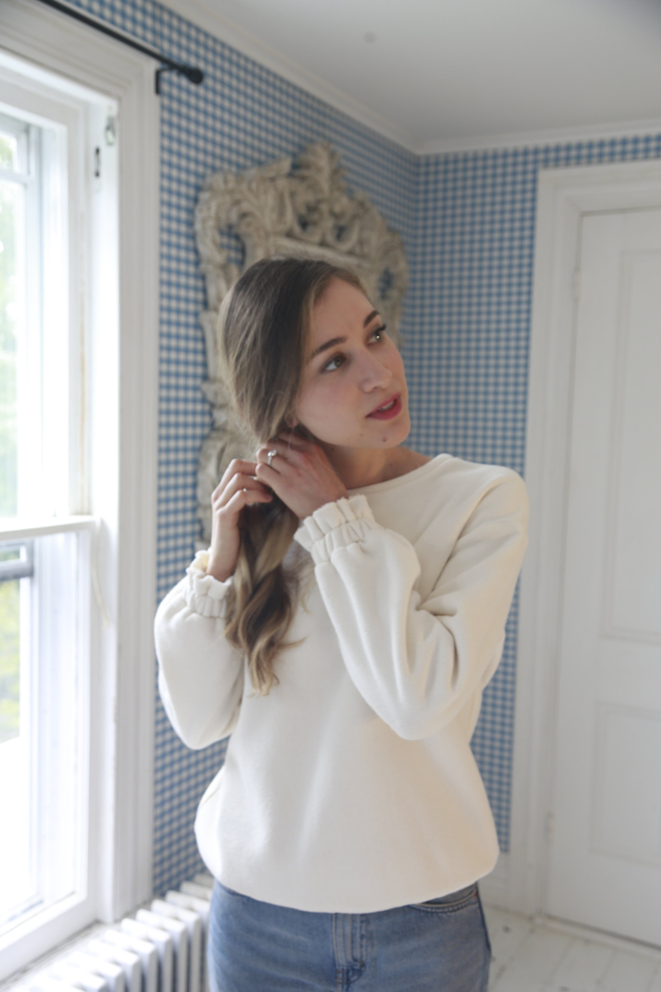 girly-sweatshirt-cute-detail.JPG