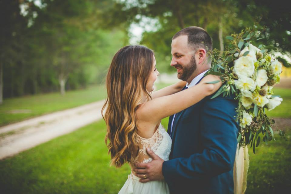 Cara + Allen | Fairhope, Alabama | Adam & Jenn Photography | Victoria Austin Designs