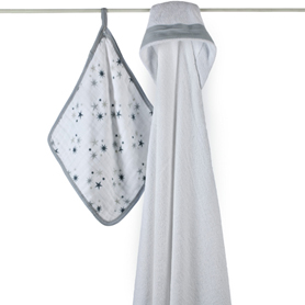 Aden & Anais Hooded Towel and Washcloth Set in Twinkle    $32.00    Wants 1