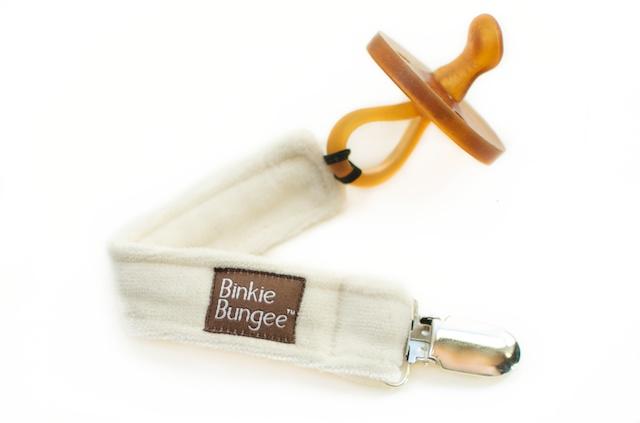 Binkie Bungie Organic Pacifier clip in Natural    $15.95    Wants 1