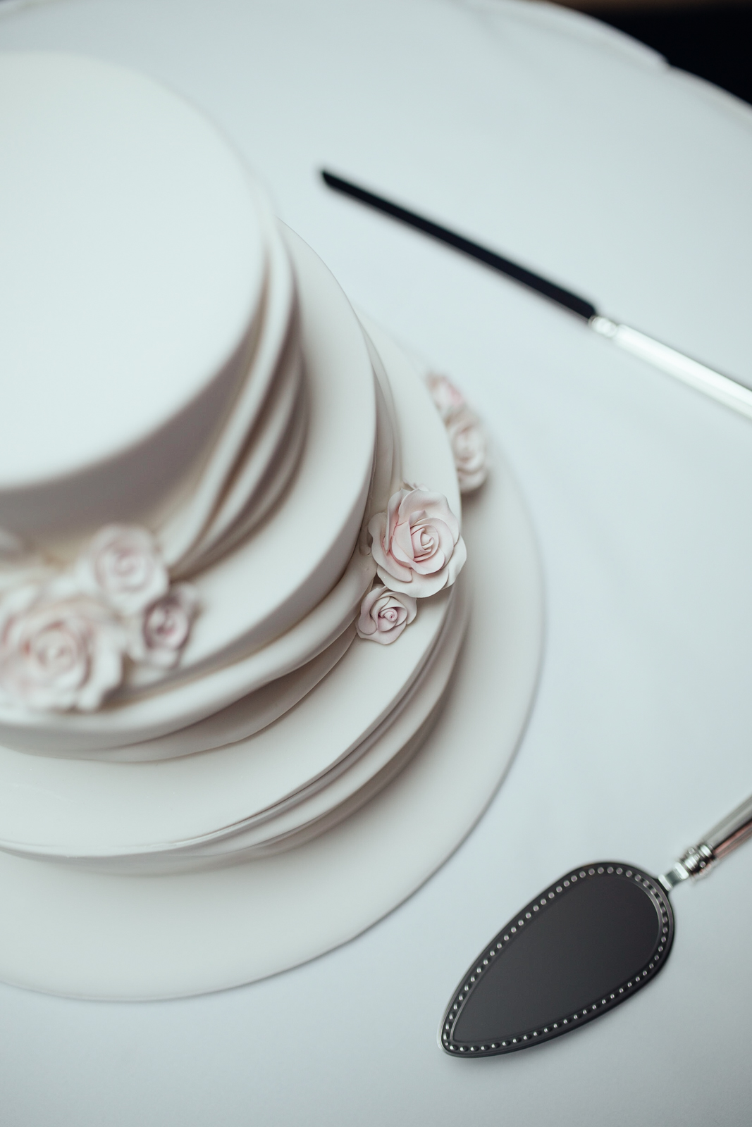 The Royal Pines Gold Coast, Wedding Cake shot by J'adore Weddings Photography & Videography