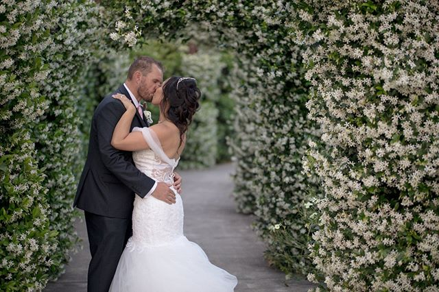 You couldn't ask for a more romantic garden area to work with as a photographer 😍 . . . . . #weddinginspiration #relationshipgoals #weddings #weddingphotographer #weddingideas #weddingday #weddingvideographer  #realweddings #weddingstyle #beautifulweddings #weddingsaustralia #weddingdress #weddingvenues #bestweddingvenue #weddingbells #weddingday #weddingseason #weddingfun #weddingphotos #weddingphotoshoot #weddingphotographers #gardenwedding #bestweddingphotography