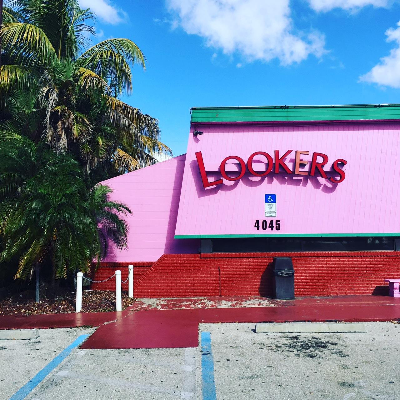 Lookers, Fort Meyers, FL / Photo credit: Susannah Breslin