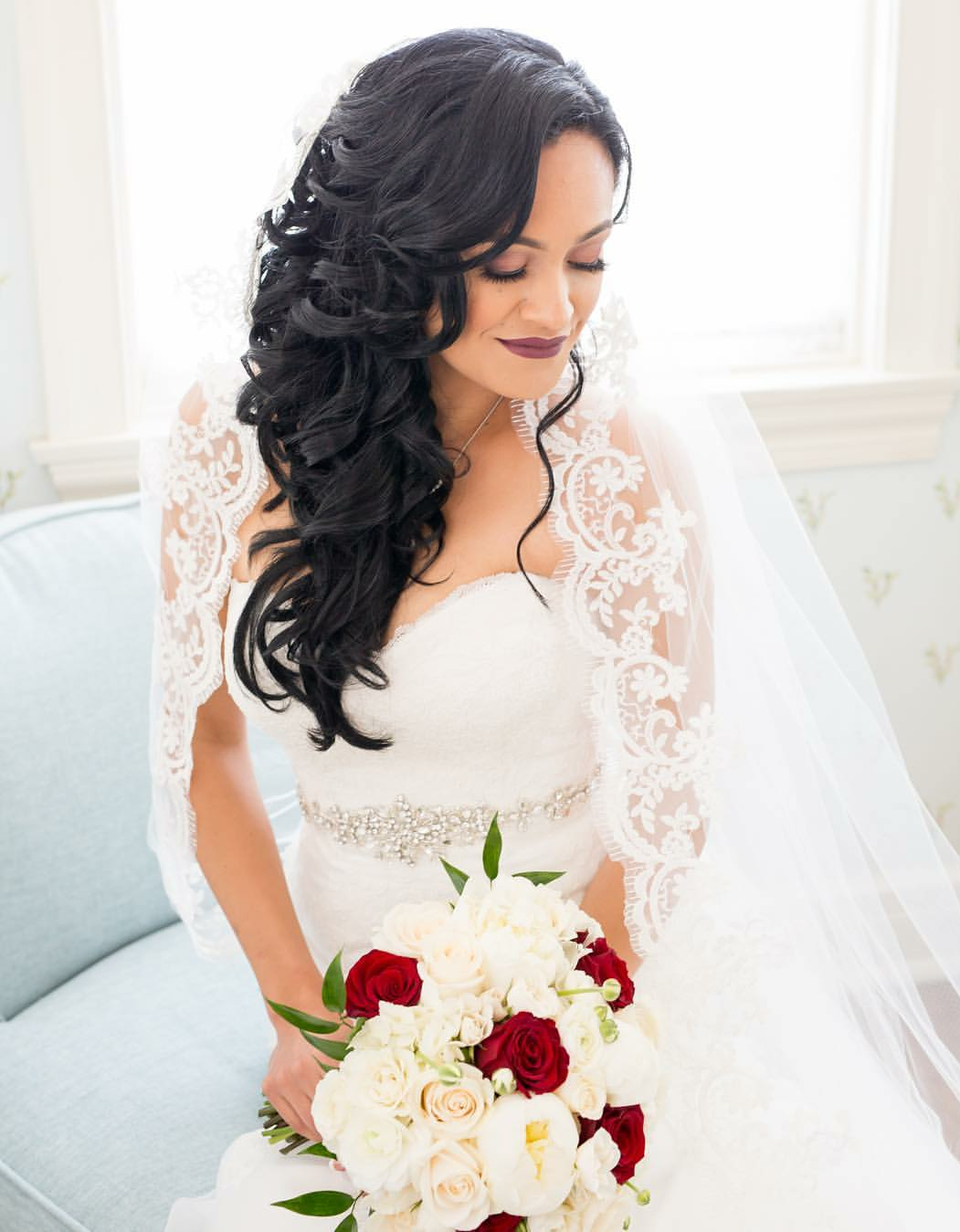side swept curled bridal hairstyles for latinas
