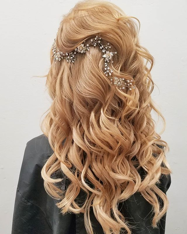 Can't wait to recreate this custom look in a few days! Nothing will amp up your wedding hair like a stunning hairpiece💎 . . . . . #wedding #weddings #bride #bridetobe #hair #gorgeous #instawedding #weddingday #weddinginspiration #weddingideas #weddingplanning #creativewedding #soloverly #ohwowyes #msweddings #theknot #justengaged #proposal #shesaidyes #love #thatsdarling #petitejoys #thehappynow #winerywedding #carlsbad #temecula #temeculaweddings #sandiego #sandiegowedding #ocwedding