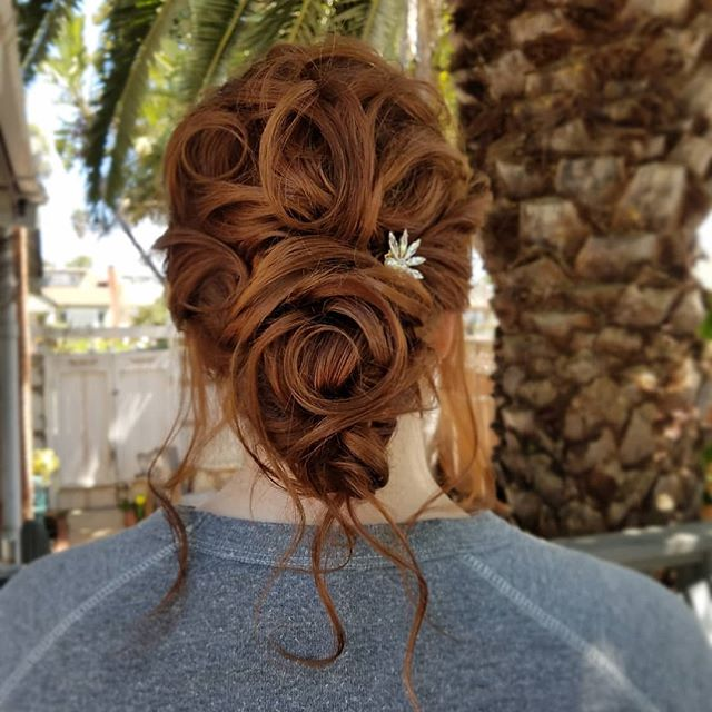 Swirled updo💞 . . . . . #onlocation #glamsquad #hairstylist #entrepreneur #love #onlocationhair #travelinghairstylist #beauty #updo #beautiful #instagood #picoftheday #pretty #gorgeous #stunning #beautiful #luxewedding #rusticwedding #bohowedding #bridalhair #weddinghairstylist #carlsbad #sandiegowedding #sandiego #orangecounty #ocwedding #temecula #temeculaweddings #fallbrook #socalwedding