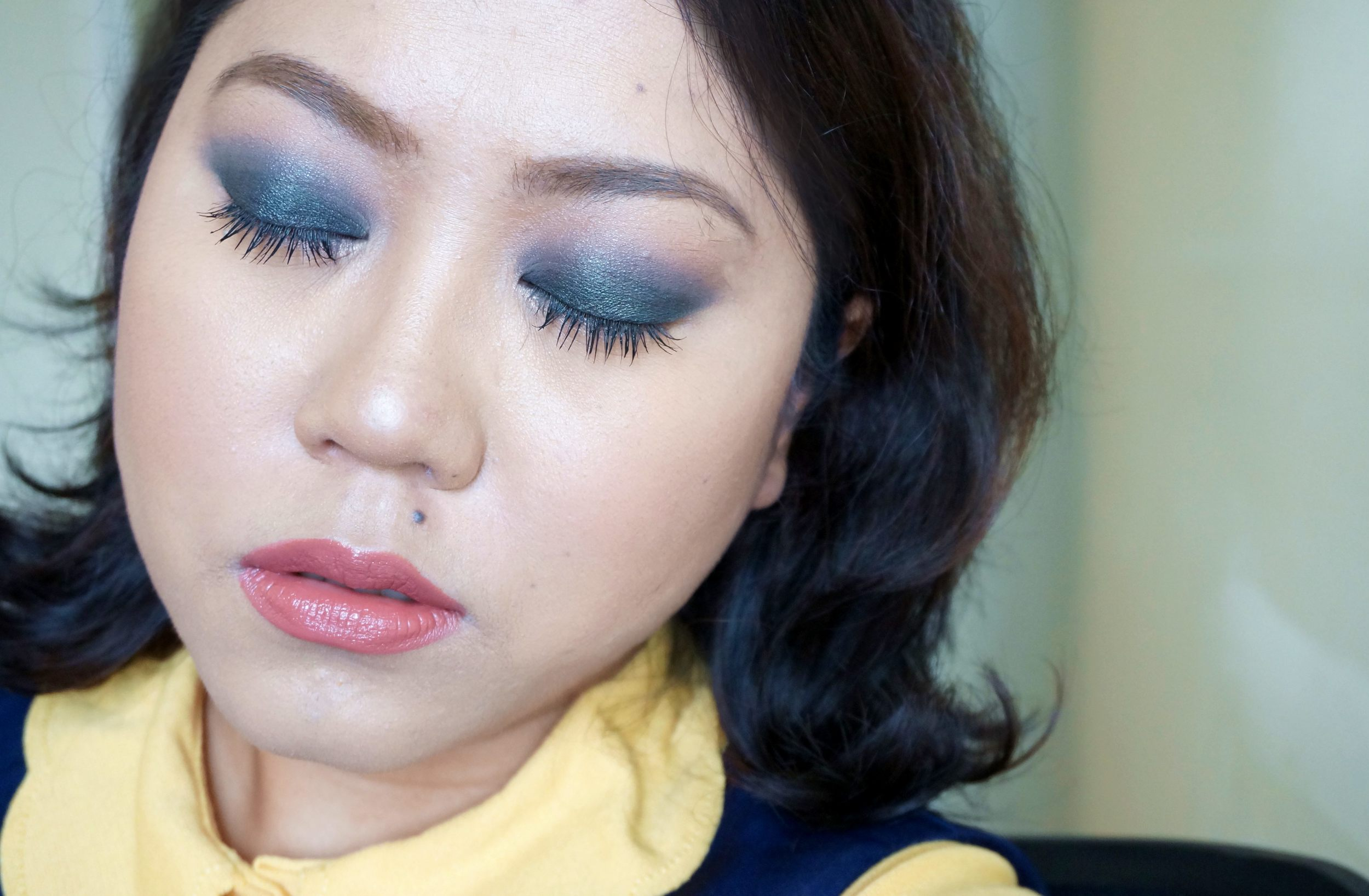 Here I have Deep Teal all over my lids then blended it with Stone on the crease, I added another blending shade, Khaki, just to soften the smokiness of the look.