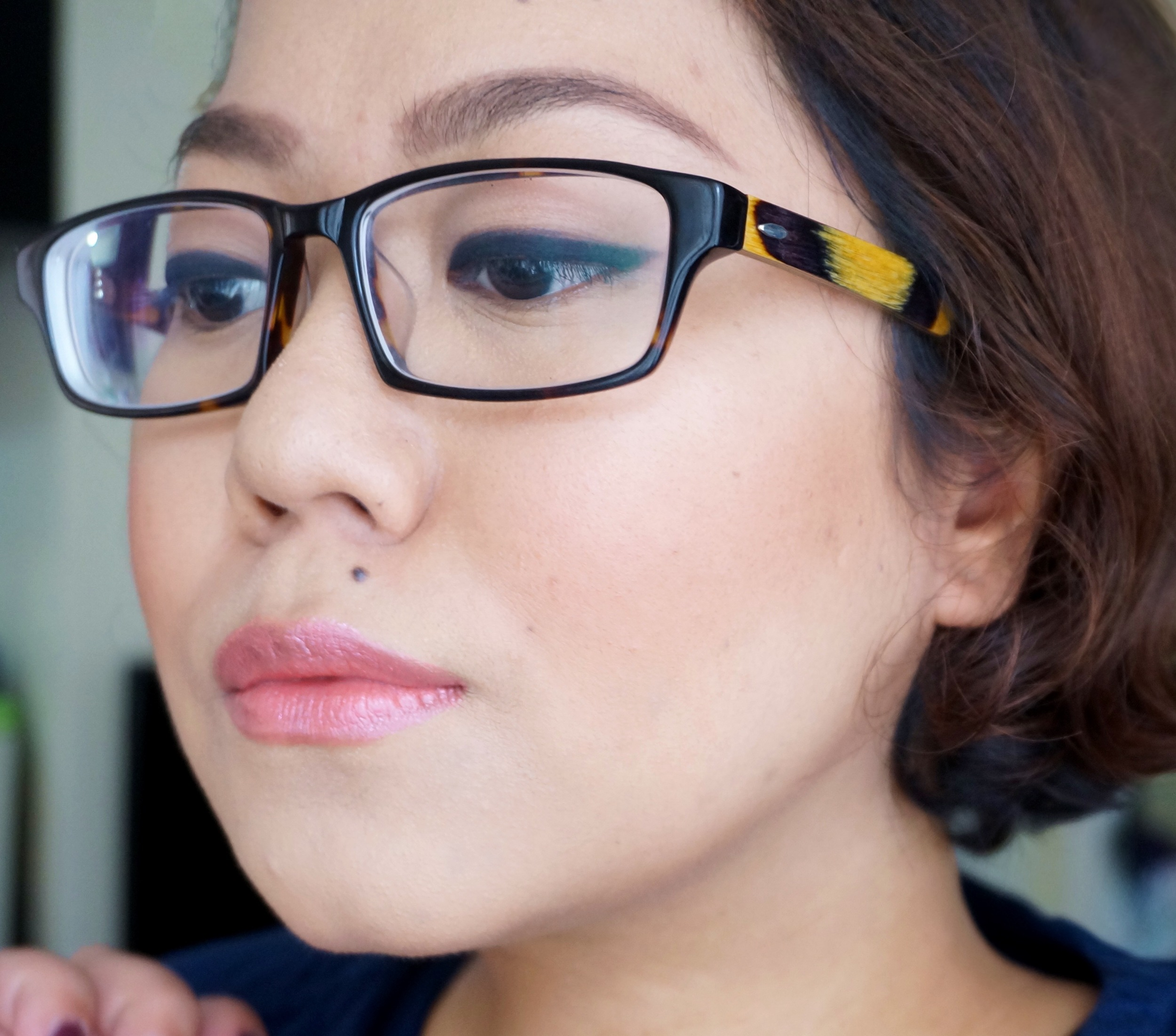 Wearing Peach under my foundation here. See how my skin looks so smooth and full of light!