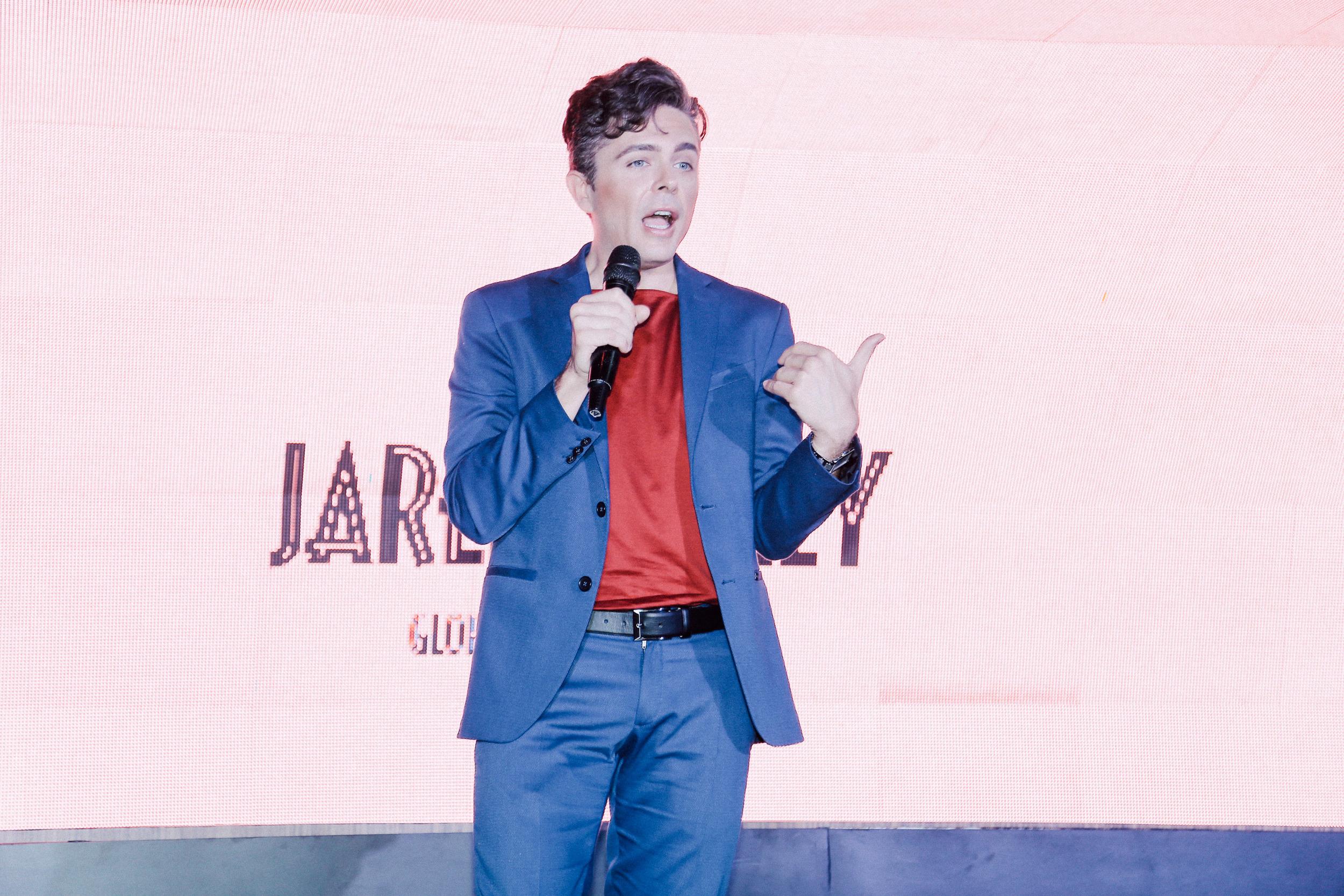 Benefit global brow expert Jared Bailey