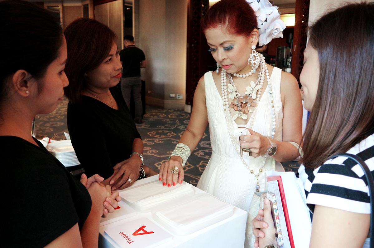 Watsons Brand Ambassador Tessa Prieto-Valdez taking the #SwitchTest