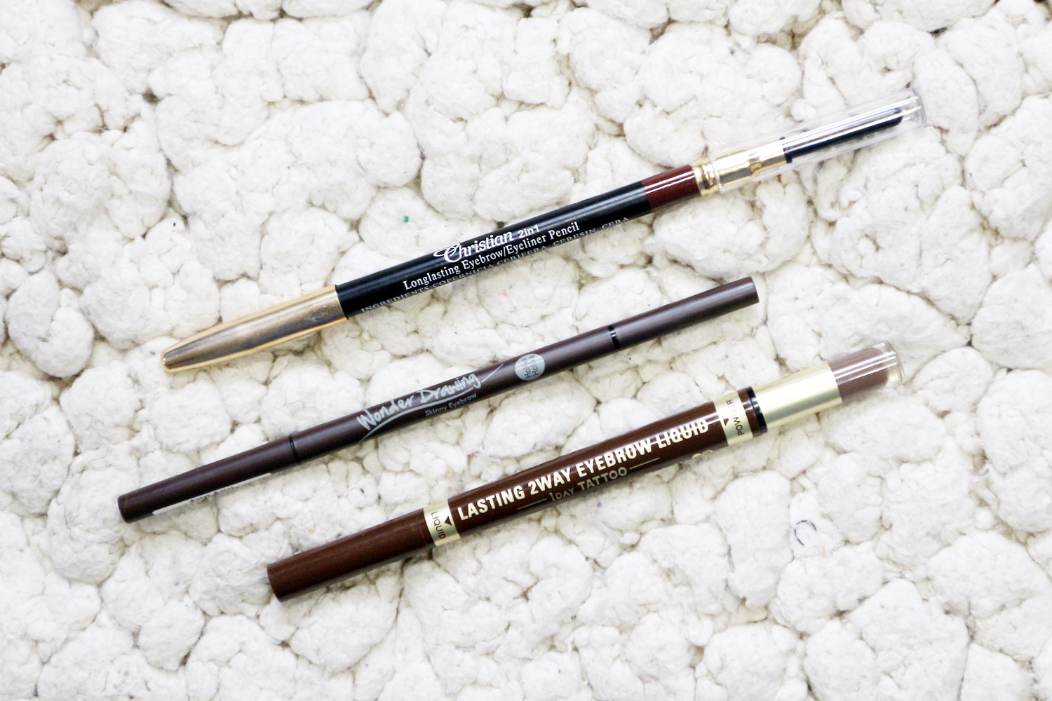 Try : Keep it natural and defined with the   K-Palette Lasting 2Way Eyebrow Liquid   so you can draw hairline stroke. You can also try the   Holika Holika Wonder Drawing Pencil  , which has a thin tip, to get you the same result.