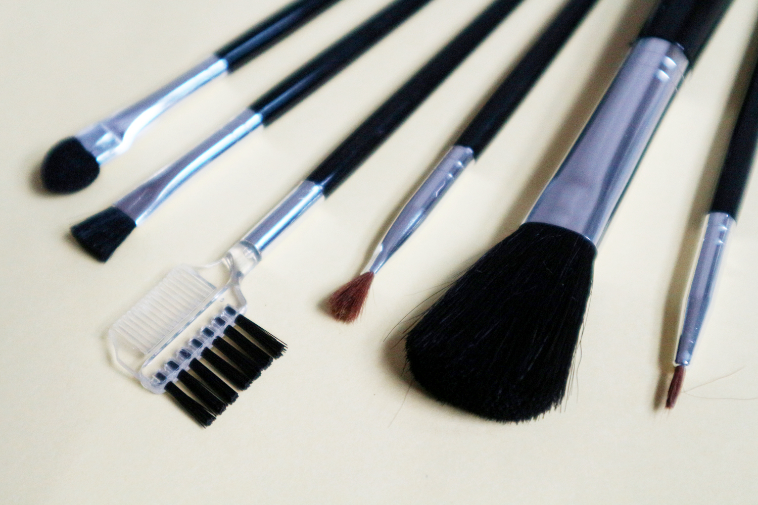 These are supposed to be brand new brushes but they look more beat up than Manny Pacquiao
