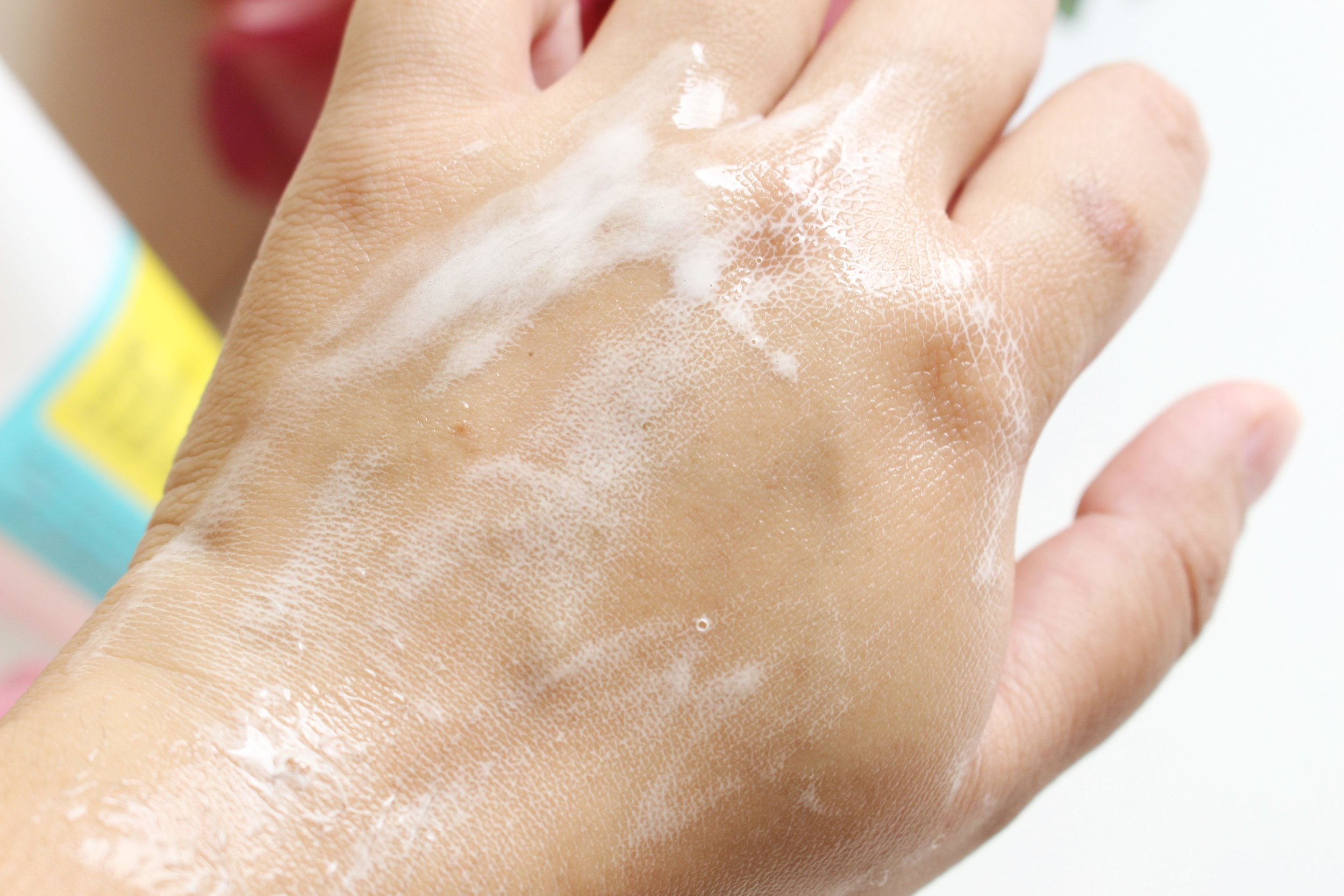 Sorry if the foam looks weaksauce here, it's just that it was not easy having this on my hand and a DSLR on another! The COSRX cleanser can produce a more satisfying foam given the proper attention.