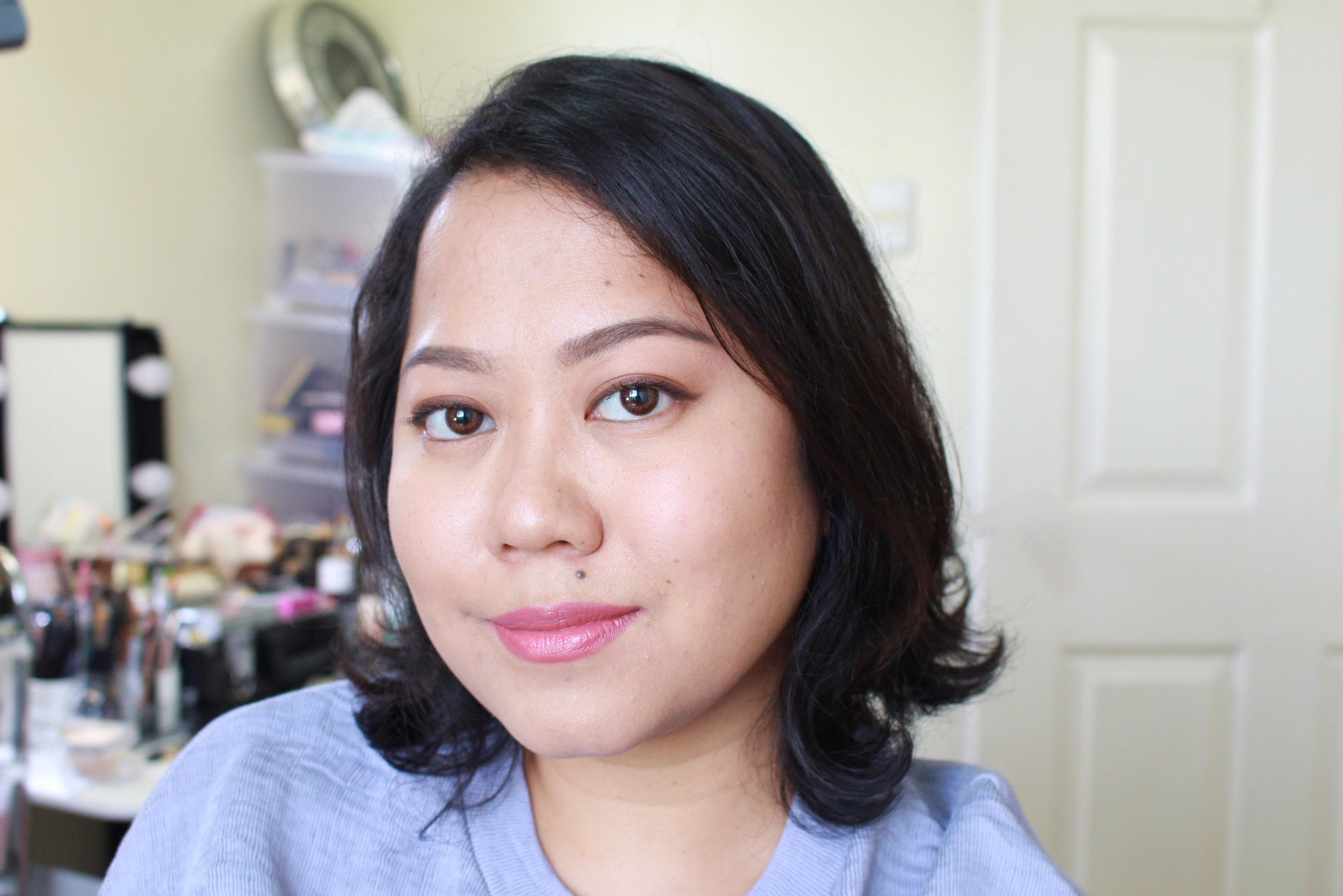 I used the Catrice Prime And Fine Waterproof Mattifying Powder for setting my (light) foundation here