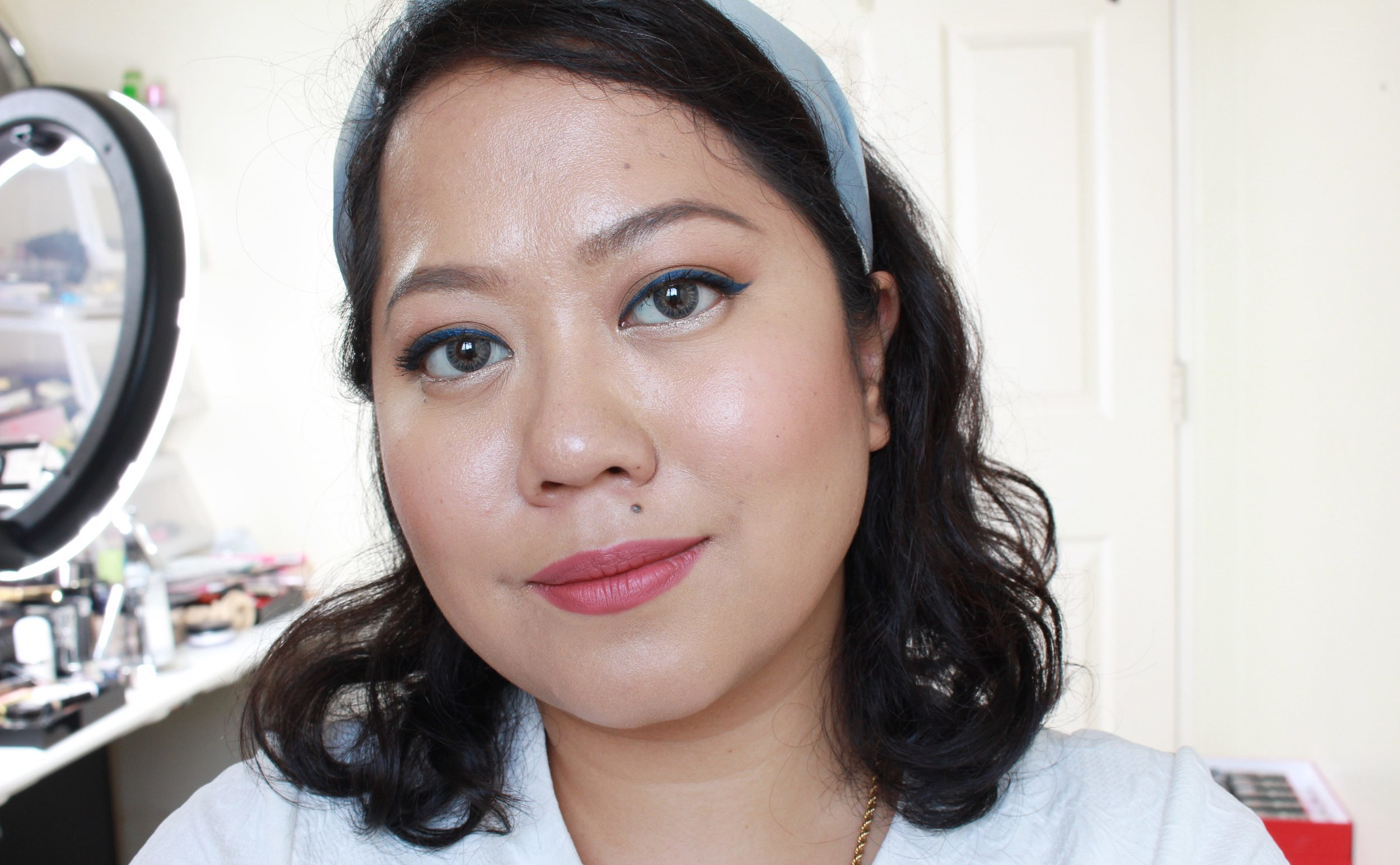 Five hours and one blotting paper after, I get a nice dewy glow! I have not applied any powder here.