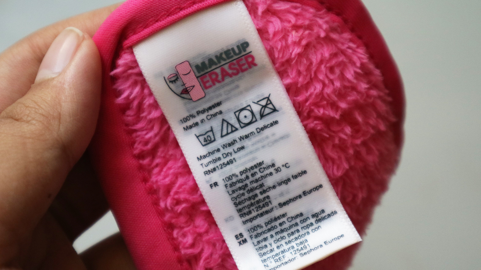 1805-08-The-Original-MakeUp-Eraser-review-Samantha-Gonzales-03.jpg