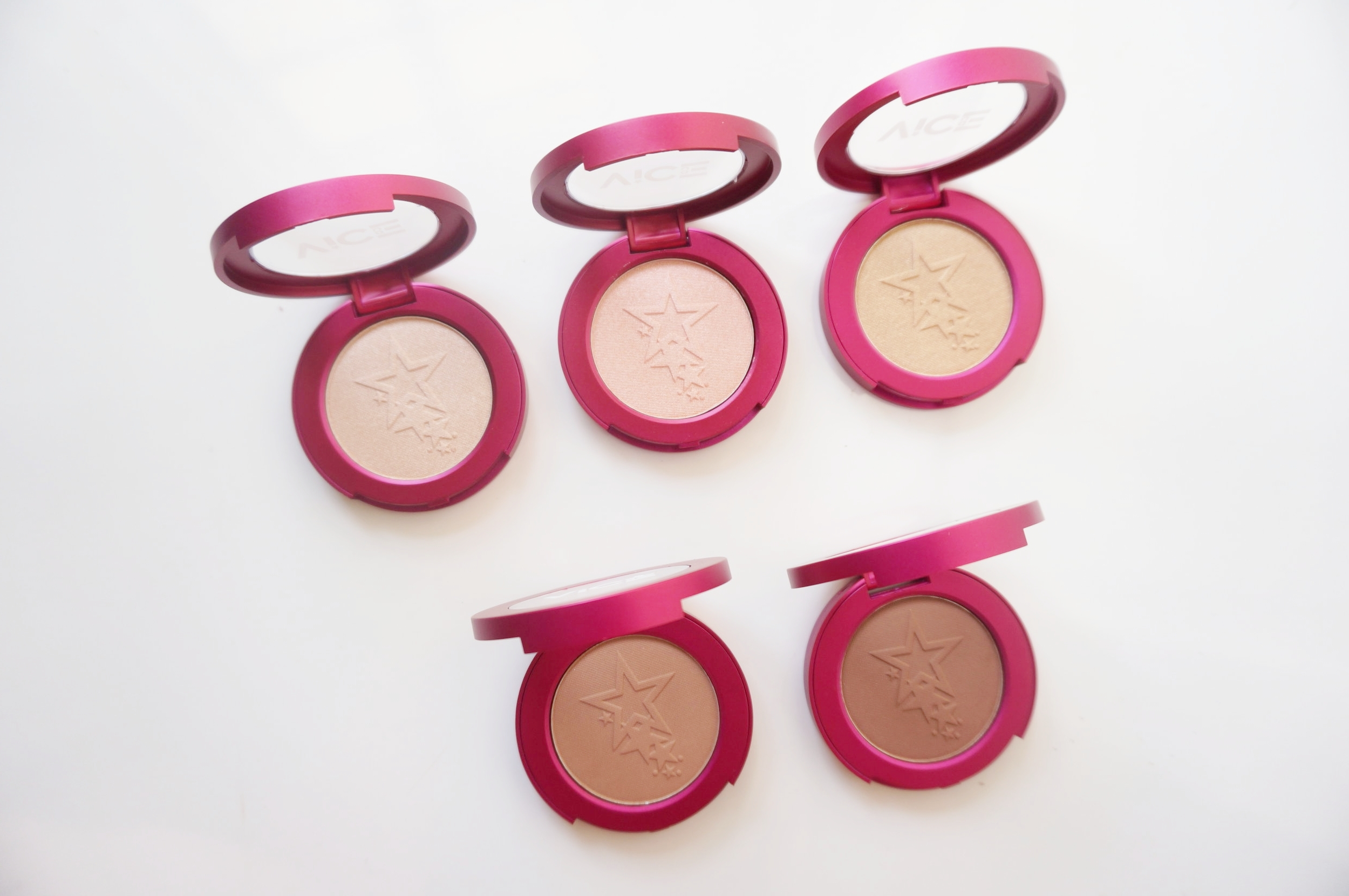 1901 highlighters for morena-35-vice-cosmetics-aura-glow.jpg